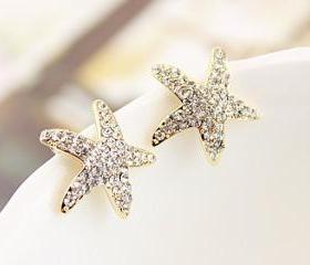 Lovely Rhinestone Star Stud Earrings